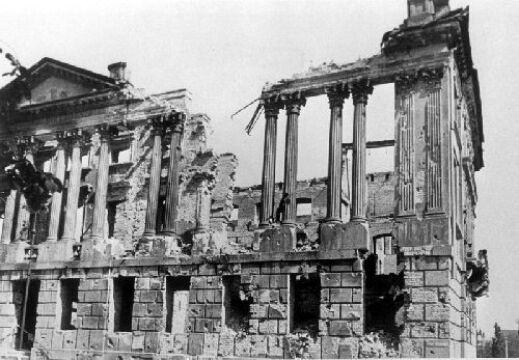 Zniszczona Biblioteka Raczyńskich