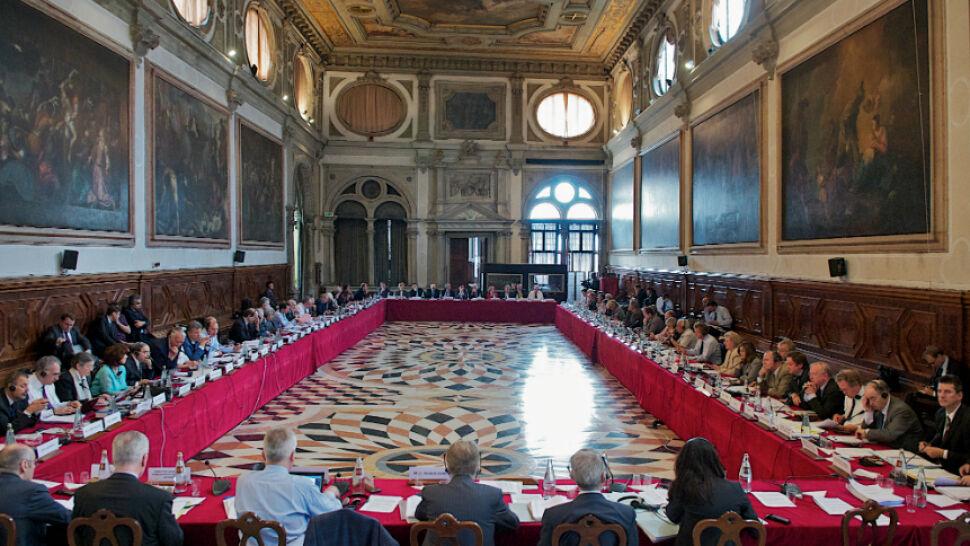 Za duże kompetencje ministra. Węgierskie ustawy o sądach pod lupą Komisji Weneckiej