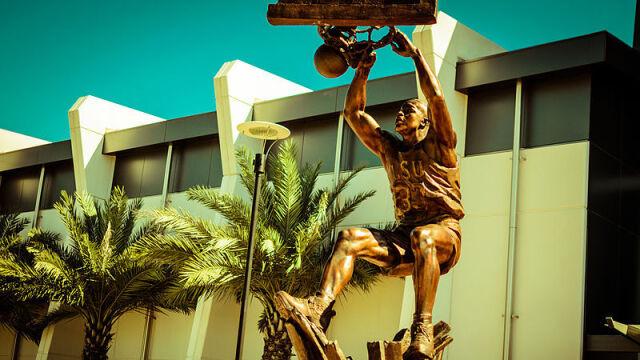 """Shaq będzie miał posąg w LA. """"Zapisał się w historii tego miejsca"""""""