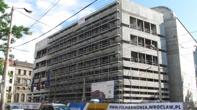 Budowa zakończy się rok później