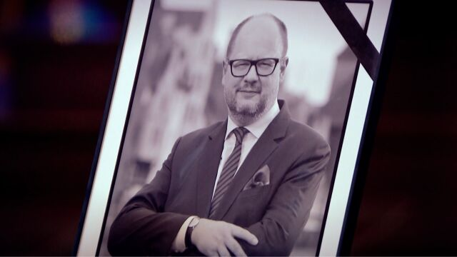 Paweł Adamowicz was stabbed in the heart and through the diaphragm with a knife on January 13, 2019. He died the following day (video from February 15, 2019)