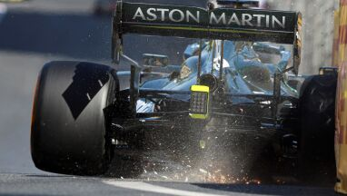 Wypadek przy prędkości 300 km/h, faworyci bez punktów. Niesamowity wyścig F1