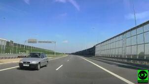 Autostradą pod prąd.