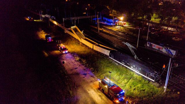 Wykoleił się pociąg towarowy. Uszkodzona sieć trakcyjna, utrudnienia