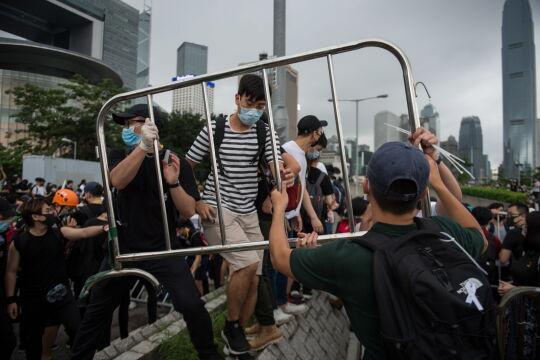 Zamieszki podczas strajku przeciwko wprowadzeniu ustawy zezwalającej na ekstradycję do Chin