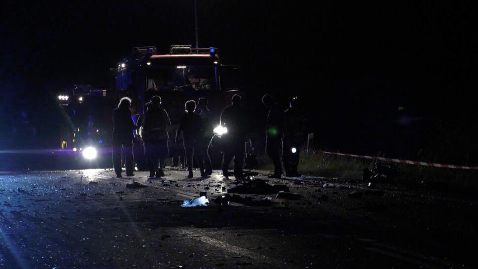 Zderzenie z ciężarówką. Kierowca nie żyje, kobieta i dziecko są ranni