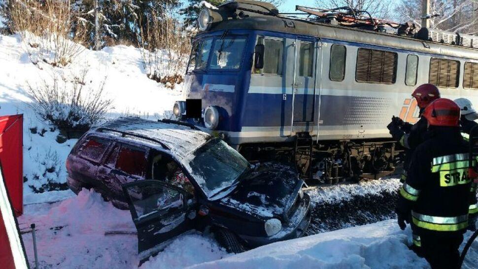 Śmiertelny wypadek na torach. Samochód wjechał pod pociąg