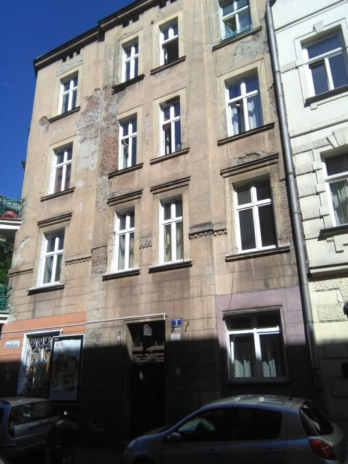 Karol spędził dzieciństwo i młodość w kamienicy przy ul. Meiselsa w Krakowie