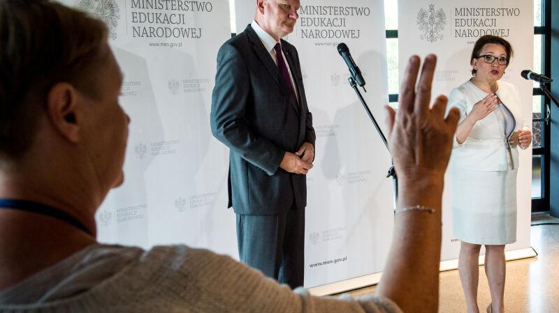 Zalewska zapowiada zmiany w szkolnictwie
