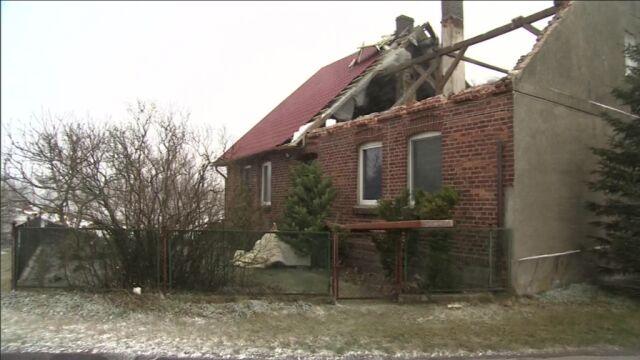 Orkan Ksawery szaleje. Wiatr zerwał dach domu