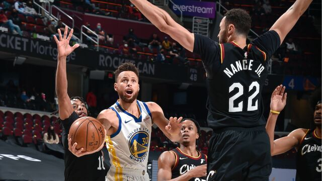 Curry znowu dał popis. Dziewiąty taki mecz z rzędu
