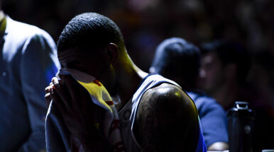 Problemy z sercem dały o sobie znać podczas meczu. Czołowy koszykarz NBA nagle kończy karierę
