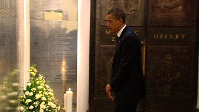 Barack Obama przed tablicą ofiar katastrofy smoleńskiej