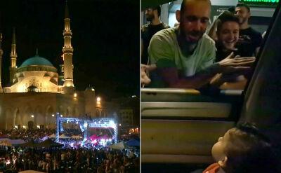 """Libańscy demonstranci zaśpiewali niemowlakowi """"Baby Shark"""""""