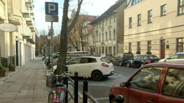 """Wyższe mandaty za parkowanie bez biletu w Poznaniu. """"Były za małe"""""""