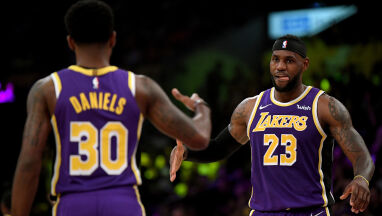 LeBron James poprowadził Lakers do pierwszego zwycięstwa