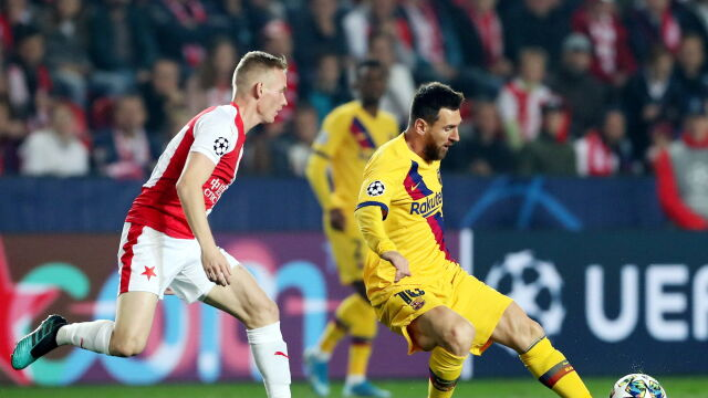 Męczarnie Barcelony w Pradze. Slavia postraszyła faworyta