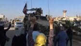 Wycofujący się amerykański konwój obrzucony ziemniakami przez Kurdów