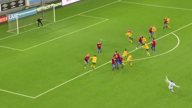 Wspaniały gol bramkarza z rzutu wolnego. Zakręcił jak Beckham