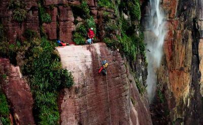 Polacy zdobyli najwyższy wodospad świata