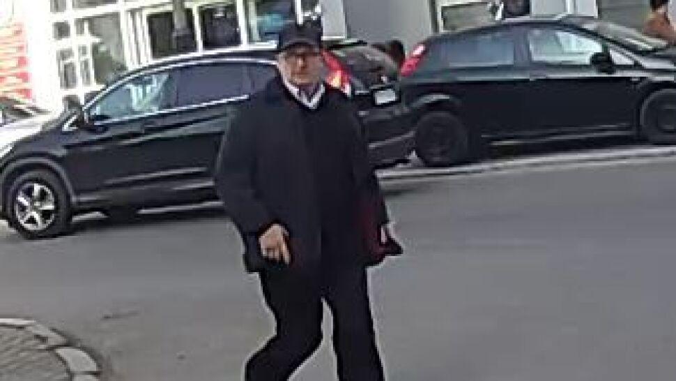 """Oszustwo """"na Elżbietę II"""".  Policja szuka tego mężczyzny"""