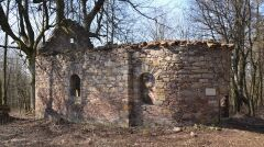 Ruiny barokowej kaplicy w nieistniejącym Czerwonym Strumieniu