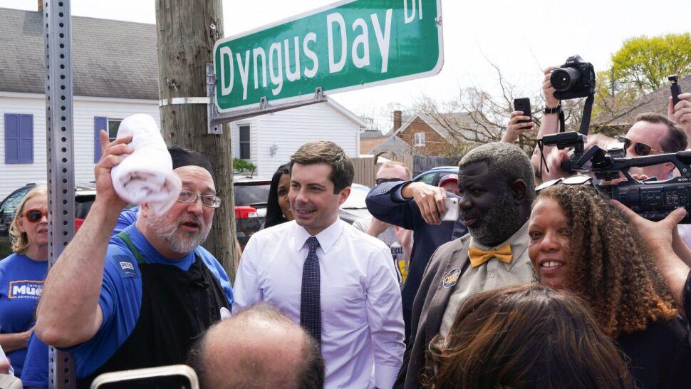 """Dyngus Day w USA. Kandydat w wyborach prezydenckich podpisał """"Kielbasa order"""""""