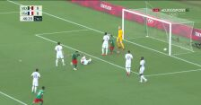 Tokio. Piłka nożna mężczyzn. Meksyk - Francja 1:0 (gol Ernesto Vega)