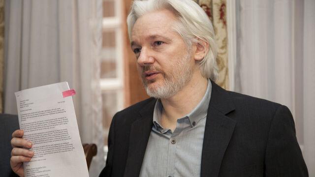 Szwedzi przesłuchają Assange'a. Przez pośrednika