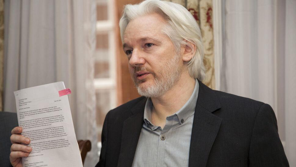 """Julian Assange """"planował ucieczkę do Rosji"""""""