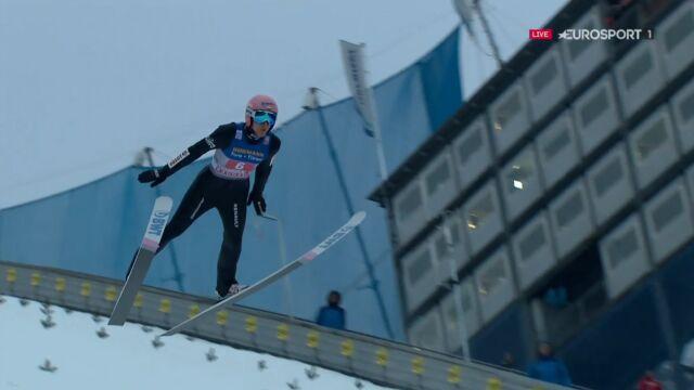 Skok Dawida Kubackiego z 2. serii konkursu w Innsbrucku