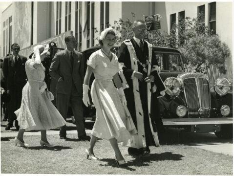 Z burmistrzem nowozelandzkiego Gisborne, 1954