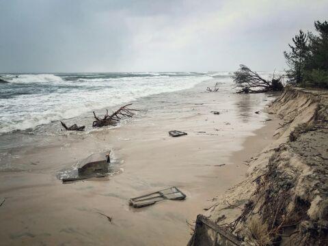 Na plaży widać co wydarło morze