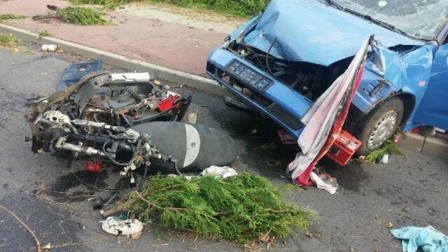 """""""Pijany jechał z dziećmi, uderzył w motorower i uciekł"""". Motorowerzysta zmarł"""