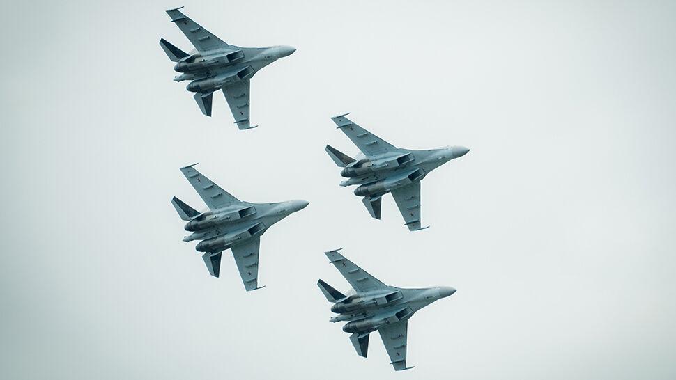 """""""Kommiersant"""": Rosja boi się reakcji USA, supermyśliwce czekają na wysyłkę"""