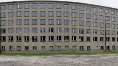 Kompleks składa się z kilku identycznych bloków o łącznej długości 4,5 kilometra