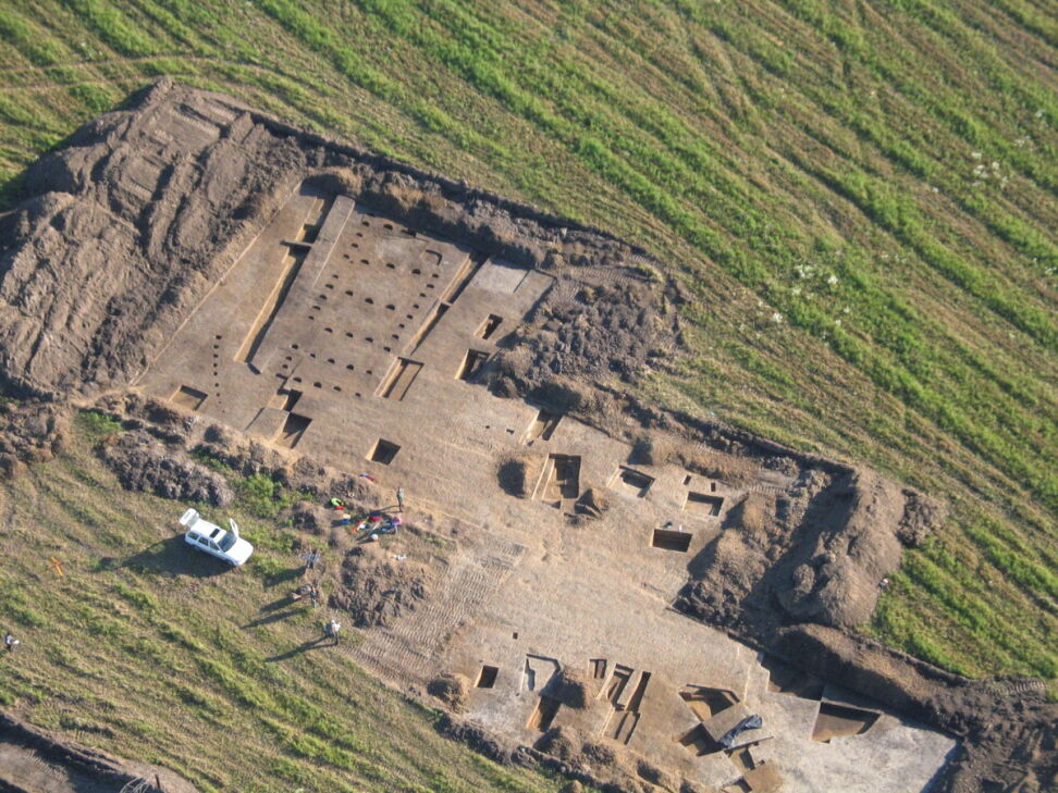 Podczas wykopalisk zbadano 121 stanowisk archeologicznych o łącznej powierzchni ponad 200 hektarów