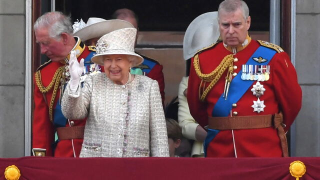 Syn Elżbiety II rezygnuje z pełnienia obowiązków.