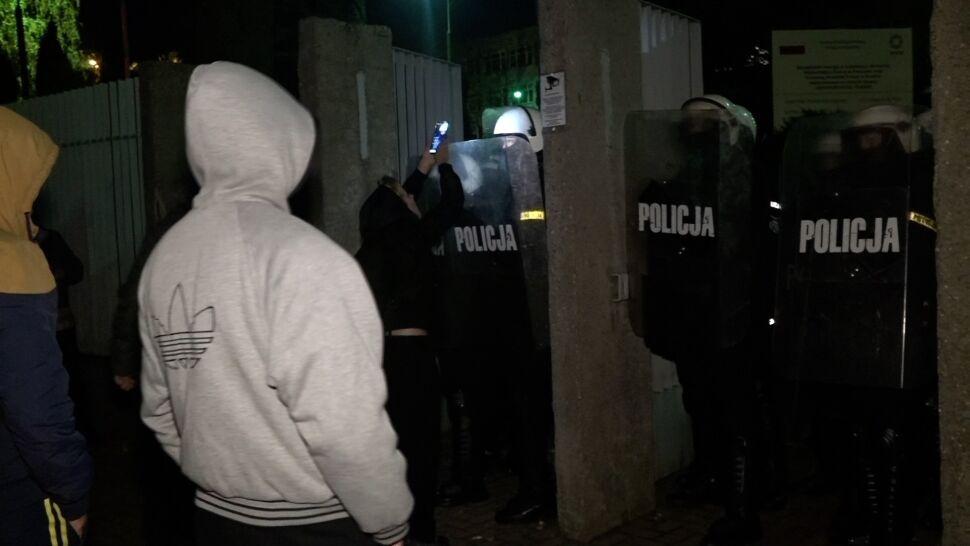 """Zaatakowali policjantów, bo byli """"silnie wzburzeni"""". Są zarzuty i areszt"""