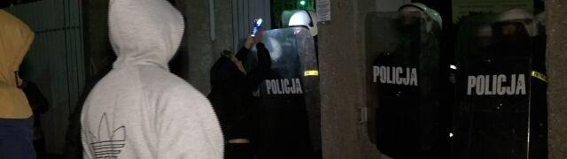 """Usłyszeli zarzuty za atak na policjantów. Tłumaczyli się """"silnym wzburzeniem"""""""