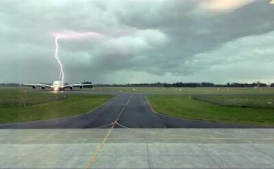 Piorun dwukrotnie uderzył obok Airbusa A380