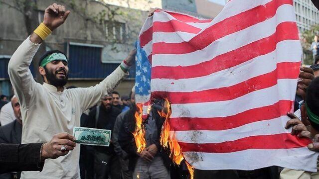 Przywódca Iranu tłumaczy, do kogo kierowane jest hasło
