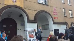 """Magazyn   """"Islam to współczesny nazizm"""" - Patryk Jaki na konferencji zorganizowanej przed Urzędem Miasta w Nysie, październik 2015 r."""