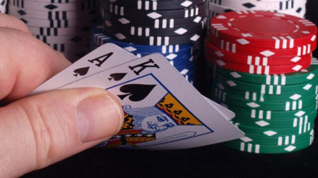 Ma prawie 100 lat i zagrała w pokera. Będzie kara?