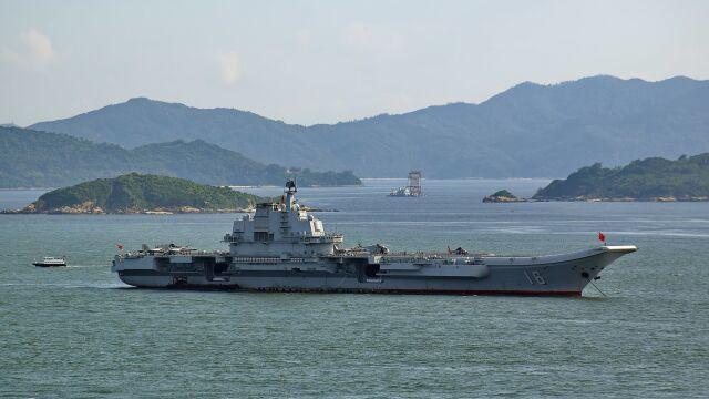 Chiński lotniskowiec na wodach Cieśniny Tajwańskiej