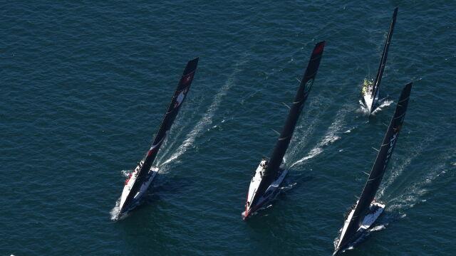 Ubiegłoroczni zwycięzcy pierwsi na półmetku Regat Sydney-Hobart