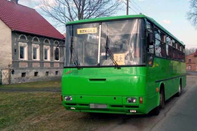 Pijany i bez prawa jazdy. Kierowca autobusu wiózł dzieci do szkoły