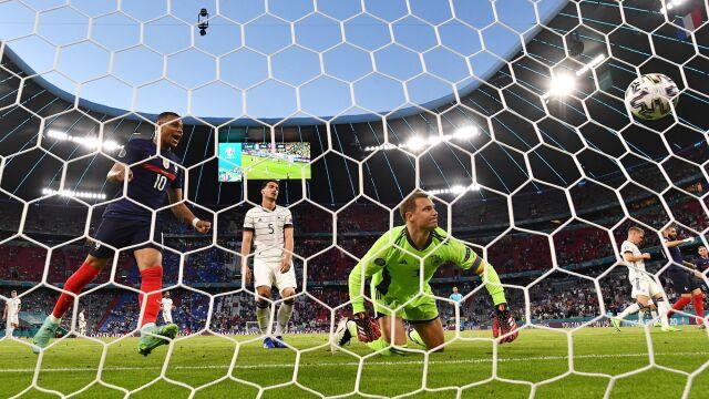 Gol samobójczy zdecydował. Francuzi lepsi w hicie Euro