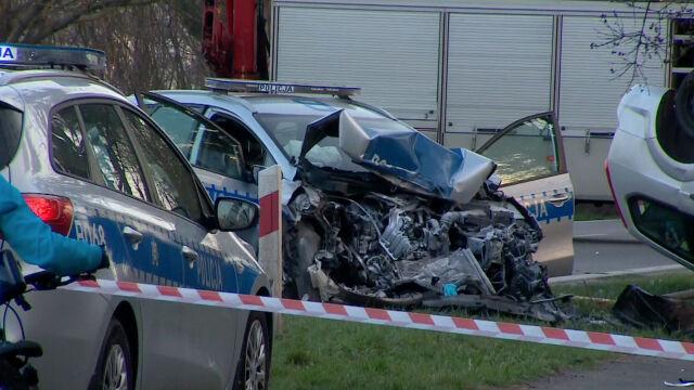 Radiowóz rozbity, drugie auto na dachu. Cztery osoby ranne