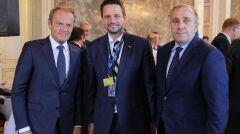 Rafał Trzaskowski w Brukseli z były liderem Platformy Obywatelskiej, Donaldem Tuskiem i obecnym szefem partii, Grzegorzem Schetyną, czerwiec 2018 r.